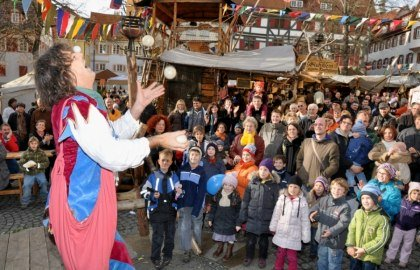 Juggler Fleapit makes his audience smile