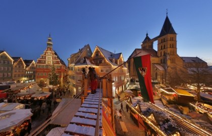 Medieval market and Christmas market in the snow