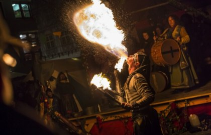 Discover fireeaters and fireplayers