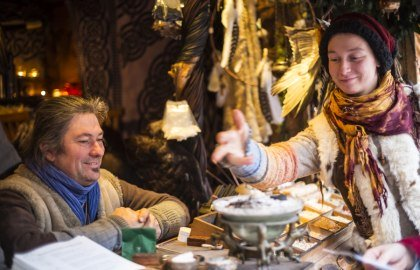 Smell the fregrance of traditional incense materials
